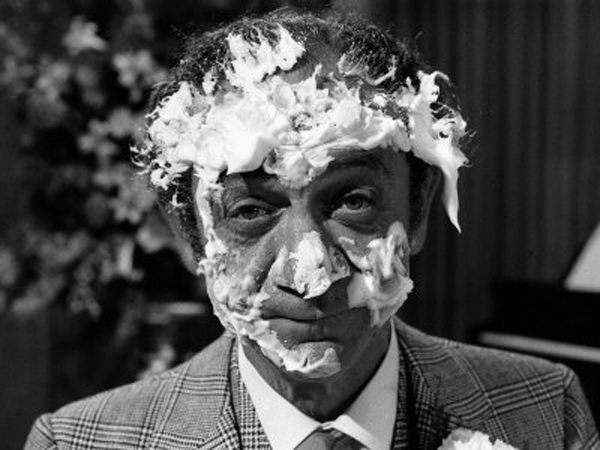sid-james-after-having-cream-cake-thrown-at-face-films-carry-on-loving-film-1970