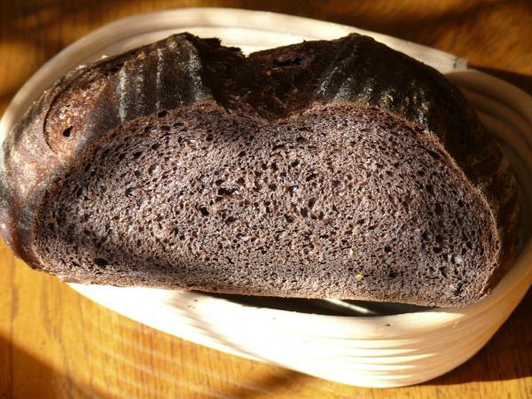 Black Bread crumb 001